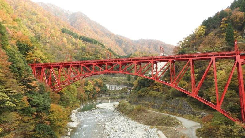 黒部峡谷赤い橋