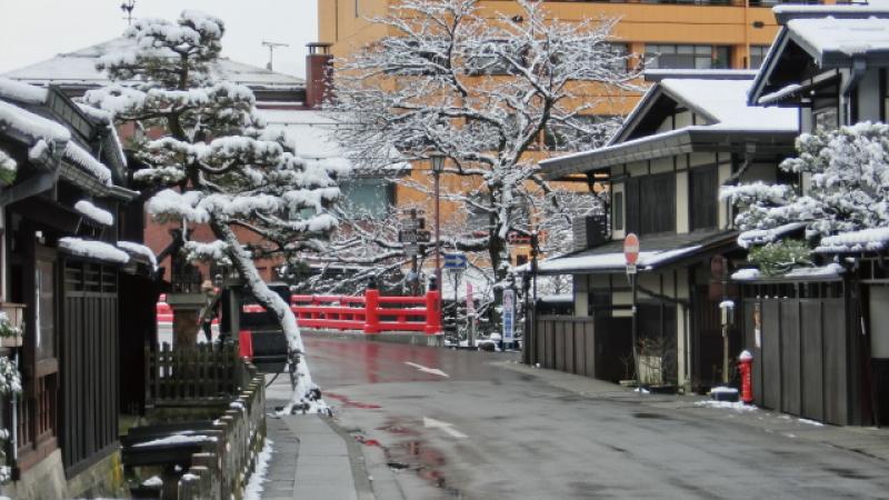 高山古い町並み雪化粧