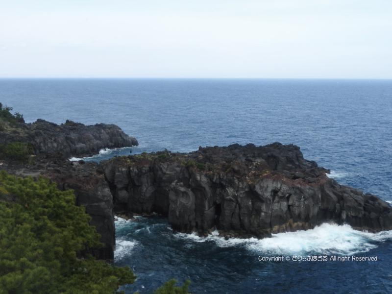 城ヶ崎海岸の灯台から2