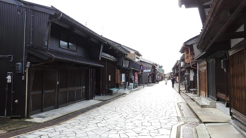 高岡・金屋町「千本格子の家並み」