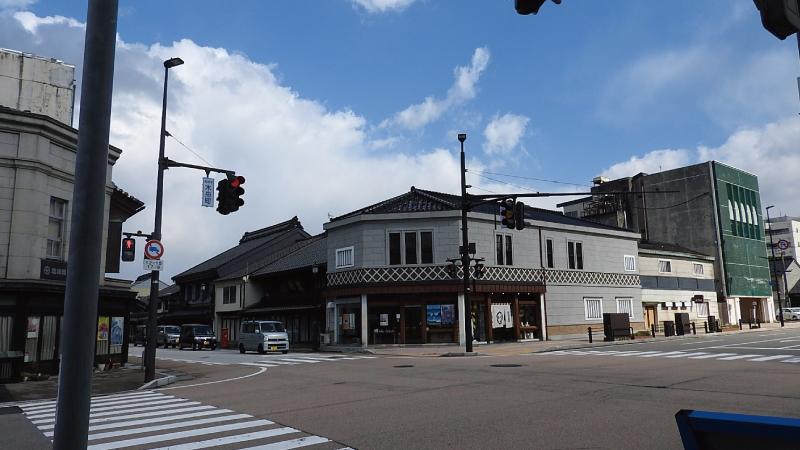 高岡市土蔵造りの町並み交差点