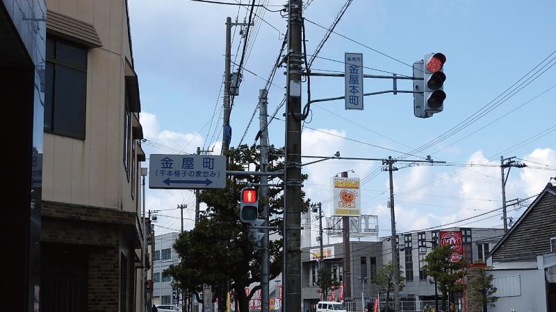 金屋町・千本格子の家並み交差点