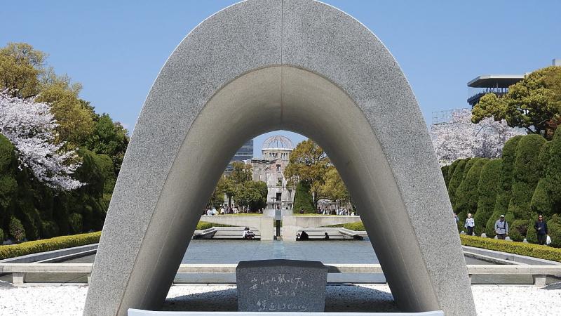 平和記念公園と原爆ドーム