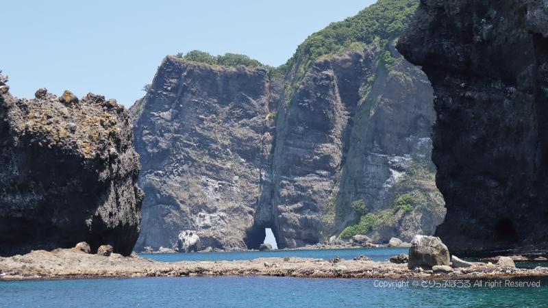 青の洞窟探検クルーズ岩窓