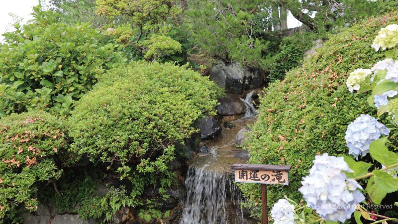 保和苑開運の滝