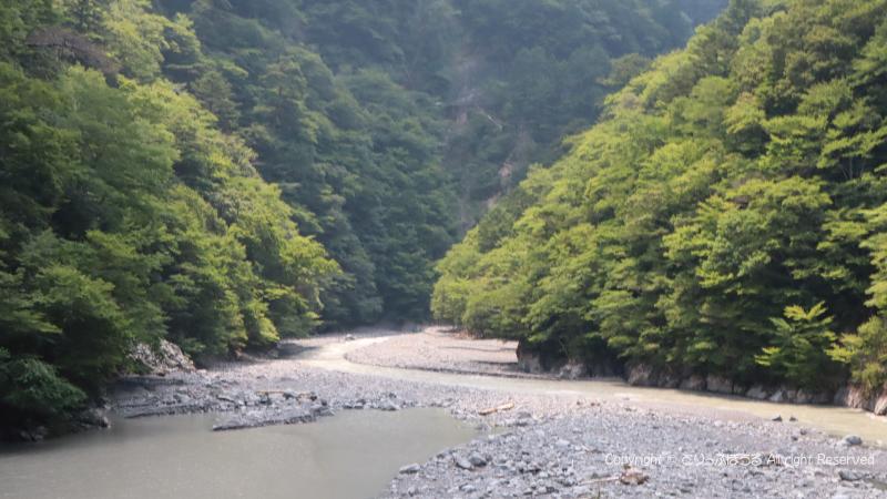 寸又峡夢の吊橋左側