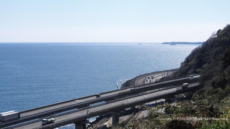 東名高速と国道1号と太平洋