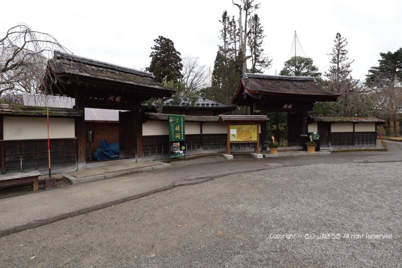 鶴ヶ城公園茶室麟閣入口
