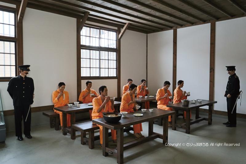 網走監獄二見ケ岡刑務支所内食事風景