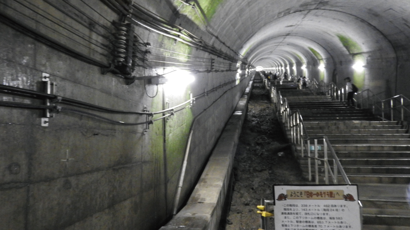 土合駅地下階段