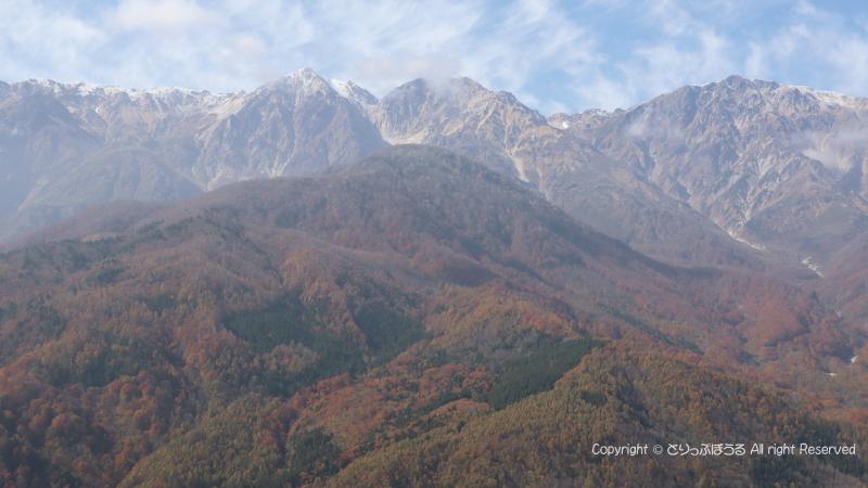 山頂テラスからの三段紅葉