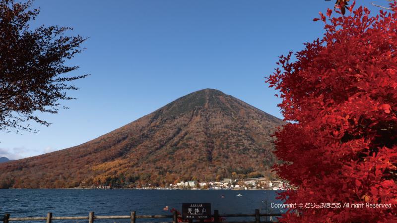 中禅寺湖と男体山1