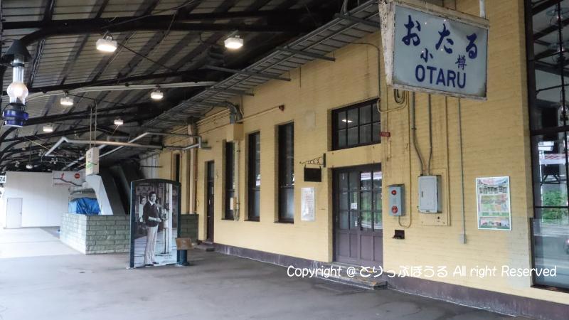 小樽駅裕次郎パネル